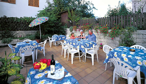 Albergo garni hotel dorothea tirolo pr merano camere for Soggiorno montano carabinieri merano